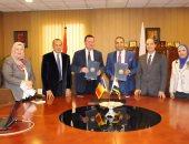 جامعة المنصورة توقع اتفاقية تعاون فى التمريض مع جامعة بيتشتى رومانيا