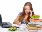 سمك أو شيكولاتة وتوت.. أطعمة مهمة لطفلك فى فترة الامتحانات