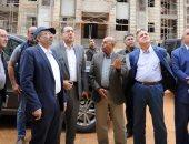 """وزير الإسكان يتفقد مشروع """"بيت الوطن"""" لأراضى المصريين بالخارج بالقاهرة الجديدة"""
