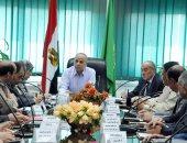 محافظ القليوبية يناقش استعدادات الاحتفال بشم النسيم مع قيادات المحافظة