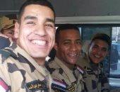 """مستخدمو """"فيس بوك"""" يتداولون صورا لمحمد رمضان مع زملائه فى الصاعقة المصرية"""