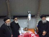 بالصور.. أسقف المنيا يزور مصابى حادث كنيسة مار مرقس بمستشفيات الشرطة