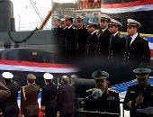 """القوات المسلحة تستقبل غواصة ألمانيا الأولى.. """"تايب 209 - 1400"""" غواصة هجومية بنظام التحكم فى الطوربيدات تعمل بالديزل والكهرباء.. تبحر 11 ألف ميل بحرى بسرعة 21 عقدة.. ورجال البحرية يقودون السفينة بعد التدريب"""