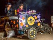 """بالفيديو.. """"فتاة البرجر"""" تتسلم عربة تعمل بالطاقة الشمسية من محافظ سوهاج"""