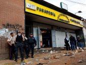 اللصوص يستغلون الانفلات الأمنى ويسرقون محتويات المتاجر فى فنزويلا