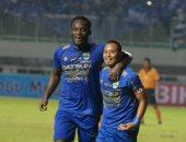 بالفيديو.. مايكل إيسيان يسجل أول أهدافه فى الدوري الإندونيسي