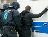 """بالصور.. الشرطة تعتقل متظاهرين ضد حزب """"البديل من أجل ألمانيا"""""""
