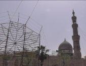 """بالفيديو..مسجد السيدة زينب يتزين للمولد..والوافدون: إحنا هنا فى حضرة """"الطاهرة"""""""