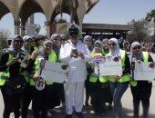 """إيه اللى وقف طالبات إعلام فى إشارة مرور حلوان؟ الإجابة: """"حملة دوس فرامل"""""""