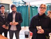 """بالصور.. زوجة """"فيون"""" ونجلاها يدلون بأصواتهم فى انتخابات الرئاسة الفرنسية"""