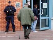 بالصور.. تكثيفات أمنية للشرطة الفرنسية أمام مقار لجان انتخابات الرئاسة