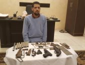 بالصور.. سقوط عاطل يدير ورشة لتصنيع الأسلحة النارية فى المطرية