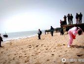 """""""للشَعر استخدامات أخرى"""".. صينية تجر قارب يزن 3 أطنان بشعرها (صور)"""
