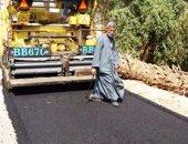 بالصور .. محافظ سوهاج: بدء أعمال رصف طريق القرامطة - الطوايل بساقلته