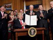 بالصور.. ترامب يوقع أمرا تنفيذيا بمراجعة التسميات الوطنية للنُصب التذكارية