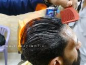 """بالفيديو.. عايز تحلق شعرك """" ولع فيه"""""""