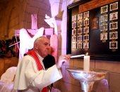 بالصور.. بابا الفاتيكان والبابا تواضروس يشعلان الشموع لتأبين ضحايا الكنيسة البطرسية