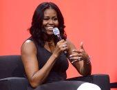 بالصور .. كيف ذكرت ميشيل أوباما العالم أمس بأناقة السيدة الأولى؟