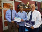 تكريم طالب بمدرسة المتفوقين لحصوله على المركز الأول بأولمبياد الرياضيات بالغربية