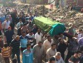 بالصور.. المئات من أهالى الدقهلية يشيعون جثمان الفنان مظهر أبو النجا