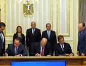 """بالصور.. رئيس الوزراء يشهد توقيع تسوية بين """"سونكر"""" و"""" اقتصادية القناة"""""""