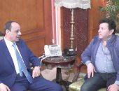 بالصور.. مدير أمن المنوفية يسقبل أمير الغناء هانى شاكر فى مكتبه