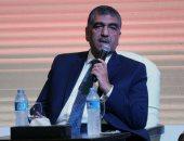 """وزير قطاع الأعمال يعين رئيس جامعة القاهرة السابق عضوا بإدارة """"القابضة للأدوية"""""""