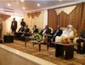 """وزير جزائرى يلتقى أعيان ومسئولى بلدية """"أوبارى"""" بمدينة غات الليبية"""