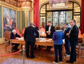 إغلاق لجنة انتخابية فى فرنسا مؤقتا بعد وفاة ناخب مسن