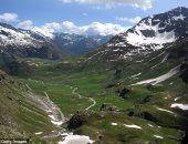 جبال الألب تكتسى بلون الكهرمان فى احتفال سويسرا بعيدها الوطنى