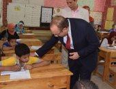 بالصور.. محافظ بنى سويف يتفقد لجان امتحانات الشهادة الابتدائية