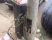 أعمدة كهرباء بدون غطاء وكابلات كهربائية عارية تهدد حياة الأهالى بأسيوط