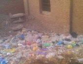 بالصور.. شكوى من انتشار القمامة بقرية زهر شرب فى الشرقية
