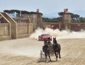 لا سحر ولا شعوذة.. بالصور فيرارى 458 تسابق عربة رومانى بخيول