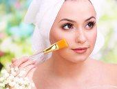 بالعسل والخميرة وزيت جوز الهند.. 3 وصفات طبيعية للعناية بالبشرة والشعر