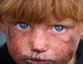 بالصور.. أطفال سوريا يفرون من الموت هربا من الحرب فى الرقة