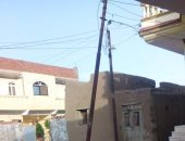 """""""قبل ما يقع"""".. مواطن فى السلطان غريب بالشرقية يطالب بصيانة عمود كهرباء مائل"""