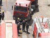 بالصور.. الحماية المدنية بالقاهرة تجرى عمليات تبريد لحريق مبنى التأمينات