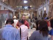المصريون يحرصون على وداع عيد الفطر من المتحف المصرى