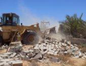 أمن الأقصر يزيل تعديات على مساحة 1500 متر بقرية العشى