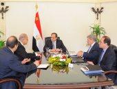 الرئيس السيسى يجتمع برئيس الوزراء ووزير المالية