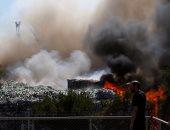 بالصور.. محاولات السيطرة على حريق ضخم بمنصع للنفايات فى مالطا