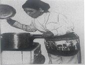 شاهد السندريلا فى المطبخ.. سعاد حسنى تعد وجبة لضيوفها