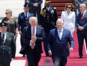 """بالصور.. الرئيس الإسرائيلى يستقبل """"ترامب"""" فى مطار """"بن جوريون"""" بتل أبيب"""