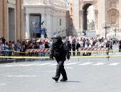 بالصور.. الشرطة تفحص قنبلة قرب الفاتيكان قبل زيارة ترامب
