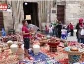 بالفيديو.. الصناعات اليدوية تنتشر بشارع المعز احتفالا بقدوم شهر رمضان