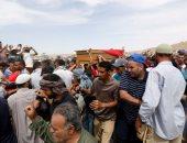 بالصور.. أهالى جنوب تونس يشيعون متظاهرا قتل فى الكامور وسط أجواء من التوتر