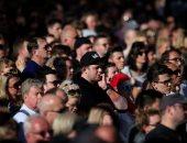 بالصور.. الآلاف يحتشدون فى مانشستر بعد تفجير استهدف حفلا موسيقيا