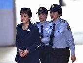 """ننشر صور رئيسة كوريا الجنوبية السابقة بـ""""الكلابشات"""" لحظة دخولها المحكمة"""