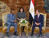 المتحدث باسم الرئاسة ينشر صور استقبال الرئيس السيسي لنظيره الغينى